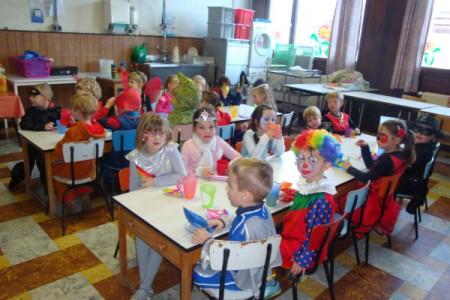 Zie je het al, zie je het al, in onze klas was het Carnaval
