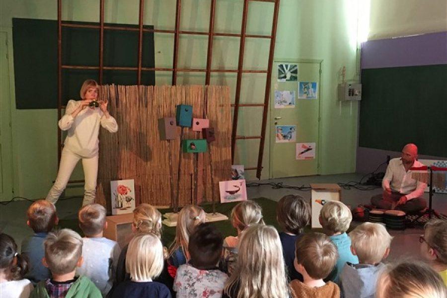 """Geluk voor kinderen … """"de verhalenkat"""" toneelvoorstelling."""