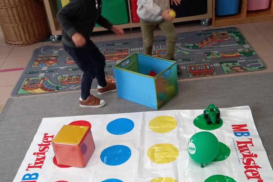 Werken rond de kleuren in de bijtjesklas.