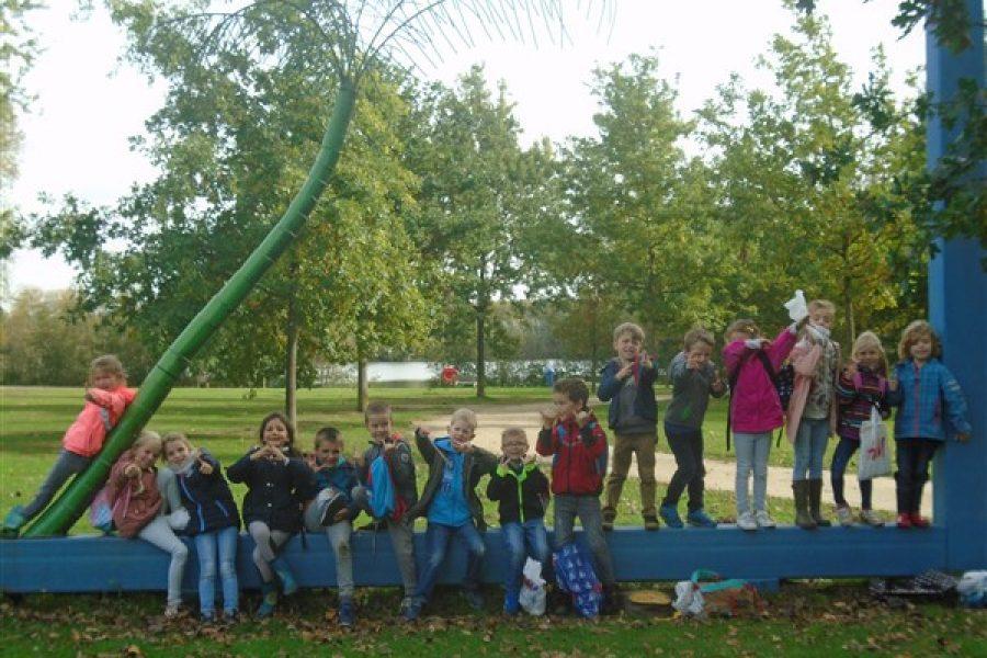 Leuke momenten: Naar het bos, scholenveldloop en een proefje met regenwormen :)