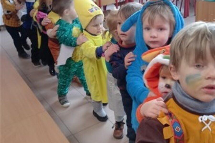 Carnavalfeestje in de bijtjesklas