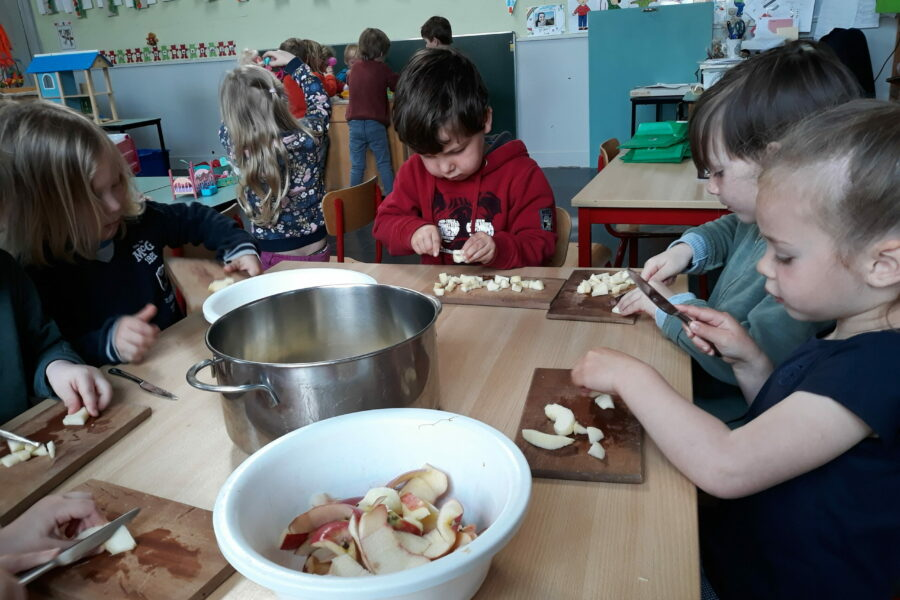 Appelmoes maken in de klas