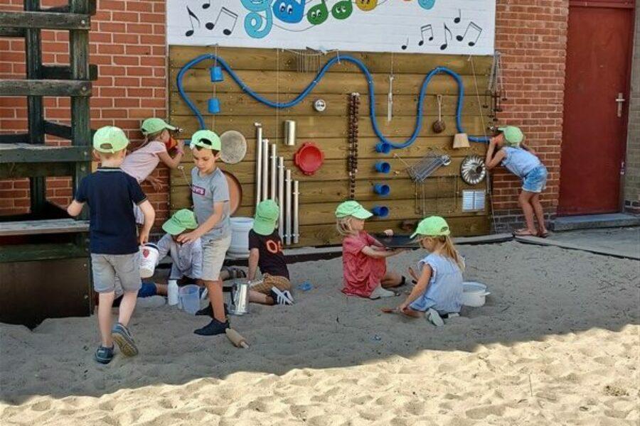 Spelen in onze nieuwe klas – nieuwe zandbak