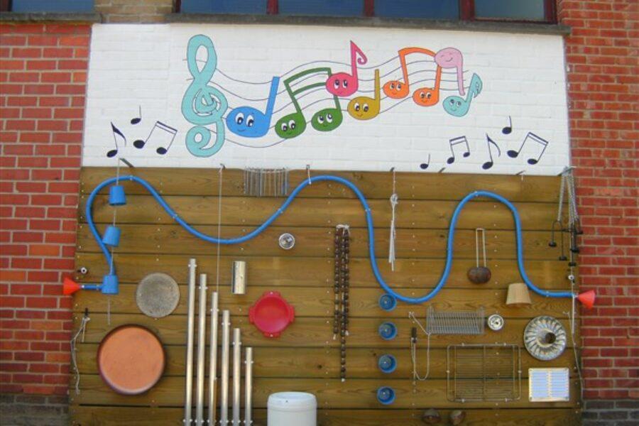 Experimenteren aan de muziekmuur en de buitenkeuken